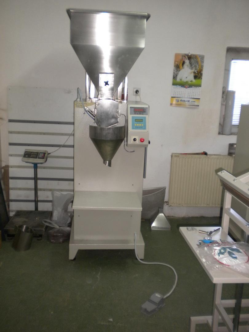 Poluautomatska pakerica za zrnaste materijale PAVK-100